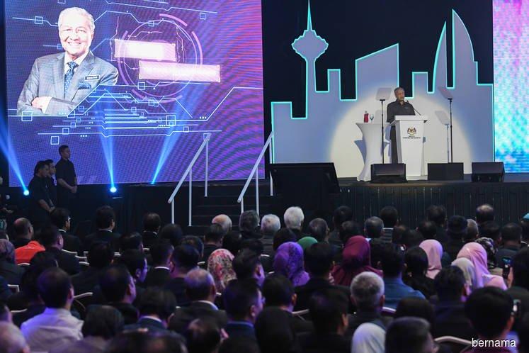 马哈迪在2020年国家汽车政策推介礼上发表谈话。(马新社图片)